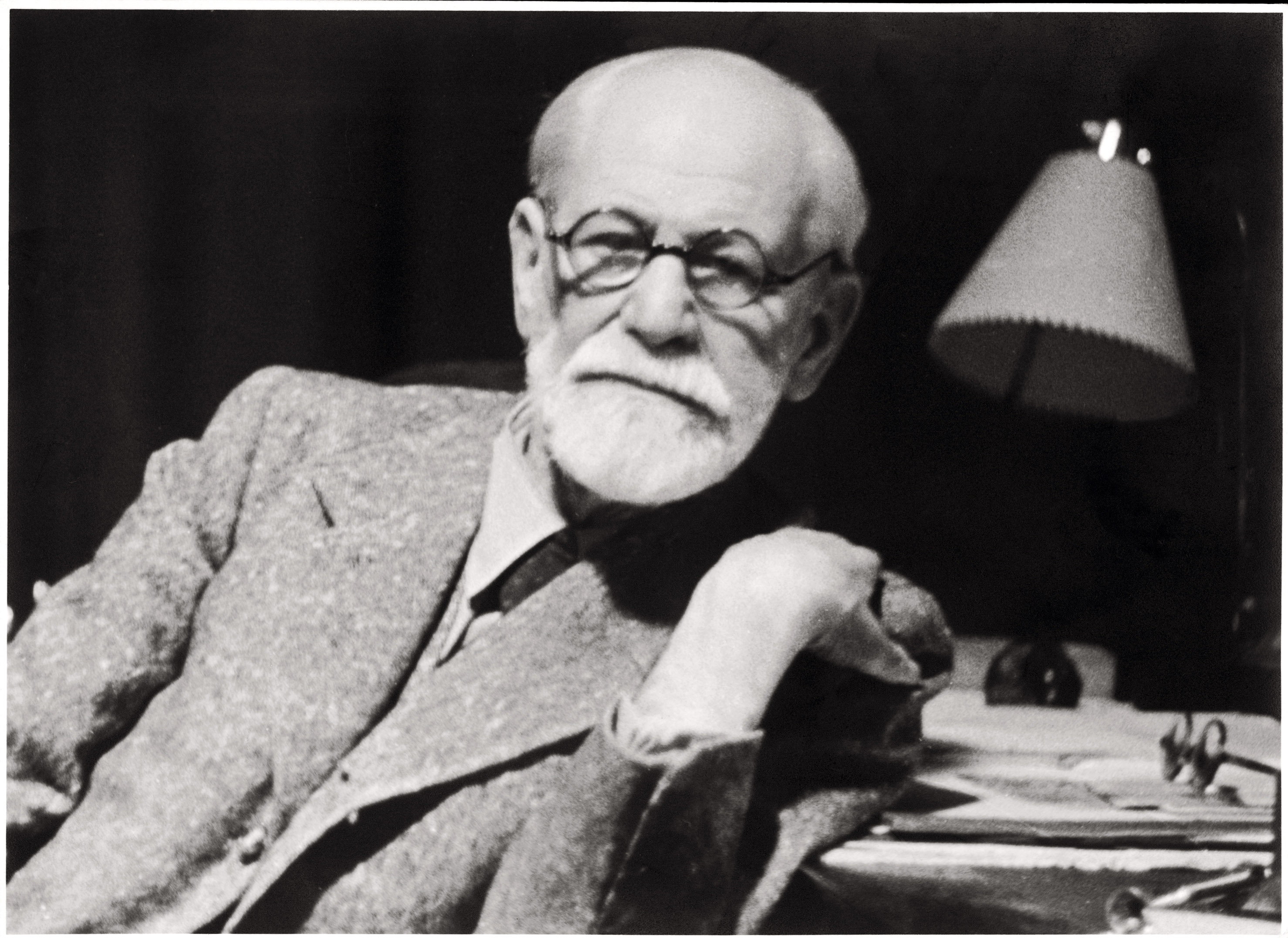 What is Freud's theory of psychoanalysis? How does his conception of the unconscious mind still operation in mainstream psychology today? Professor Paul Bloom explains.